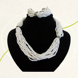 collana perline-bianche